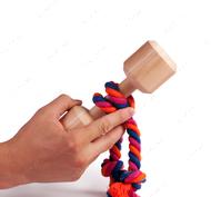 Эко-игрушка в виде средней деревянной гантели со снимающимся канатом
