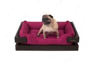 Лежак с коричневым деревянным каркасом и мебельной рогожкой цвета фуксия Dreamer Brown + Berry