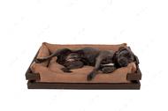 Лежак с коричневым деревянным каркасом и бежевой мебельной рогожкой Dreamer Brown + Cacao