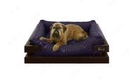 Лежак с коричневым деревянным каркасом и чернильной мебельной рогожкой Dreamer Brown + Ink