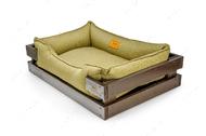 Лежак с коричневым деревянным каркасом и оливковой мебельной рогожкой Dreamer Brown + Olive