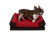 Лежак с коричневым деревянным каркасом и красной мебельной рогожкой Dreamer Brown + Red