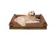 Лежак с деревянным каркасом натурального цвета и мебельной рогожкой бежевого цвета Dreamer Nature + Cacao