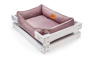 Лежак с деревянным каркасом белого цвета и велюровой лежанкой лилового цвета Dreamer White