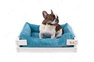 Лежак с деревянным каркасом белого цвета и вельветовой голубой лежанкой Dreamer White + Blue Velvet